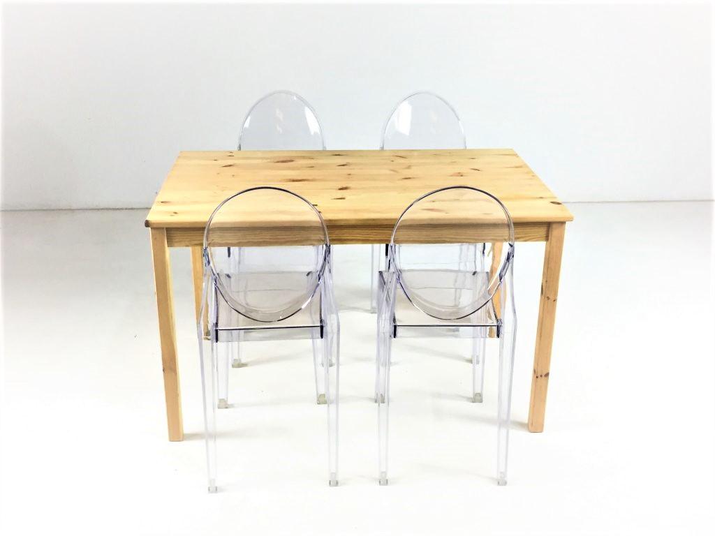 Aluguer-Mesa-Pinho-e-Cadeira-Acrílica.-Magnezya-Event-Support