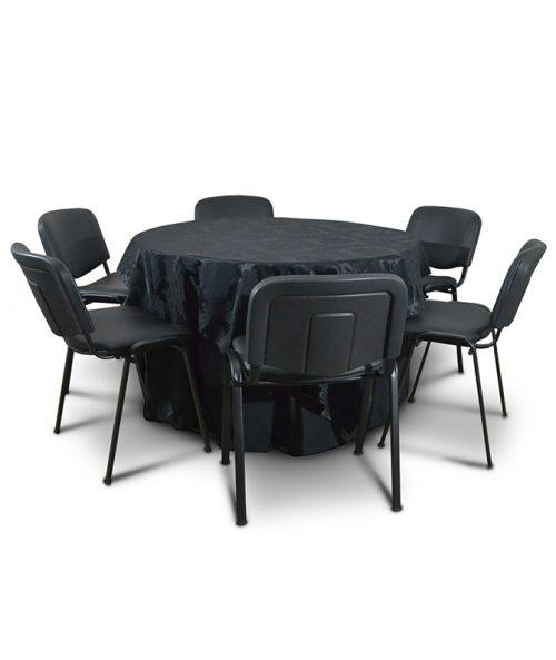 Aluguer Mesa Redonda 06 Pax c Toalha Retangular Adamascada, Rodapé Preto e Cadeiras de Congresso