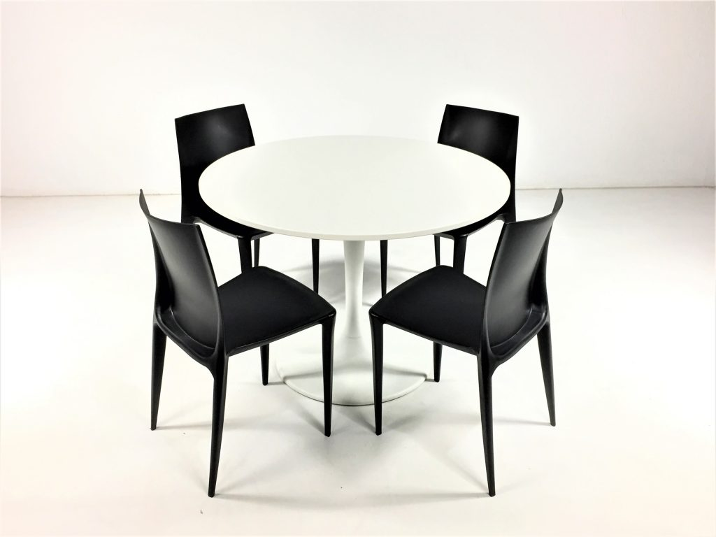 Aluguer Mesa Tulipa e Cadeira Plástica Preto. Magnezya Event Support