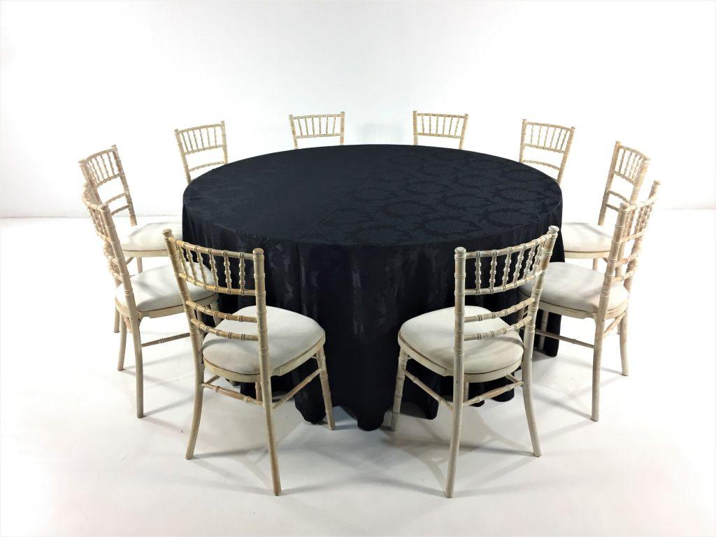 Aluguer Mesa Redonda 10 Pax c Camilha Preto Adamascada e Cadeira Chiavari Decapé. Alugar Eventos. Magnezya Event Support