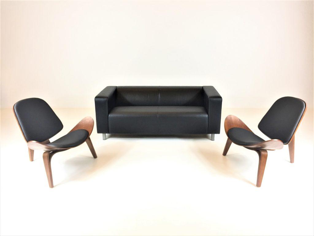 Aluguer Set. Sofá Napa 02 Lug. Preto e Cadeira Nórdica Shell. Magnezya Event Support