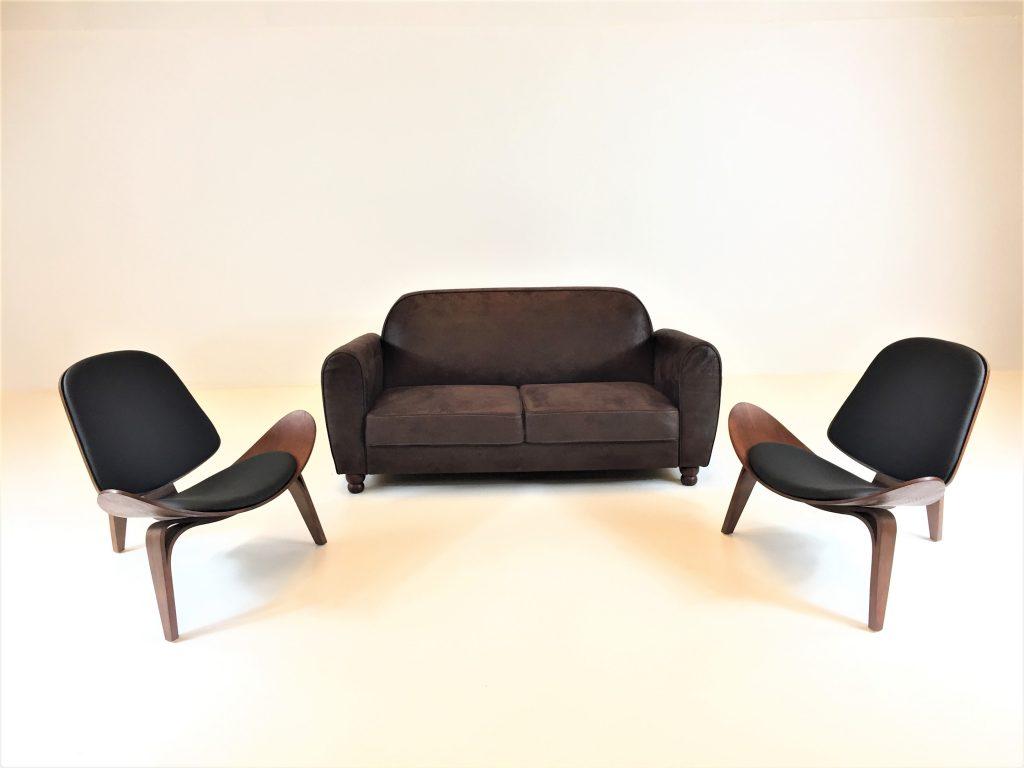 Auguer Set. Sofá Retro e Cadeira Nórdica Shell. Alugar Eventos. Magnezya Event Support