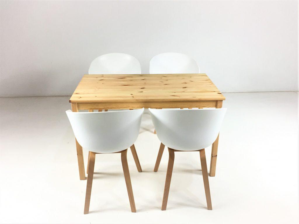 Aluguer Conjunto. Mesa Pinho e Cadeira AAC22 Branco. Alugar Eventos. Magnezya Event Support