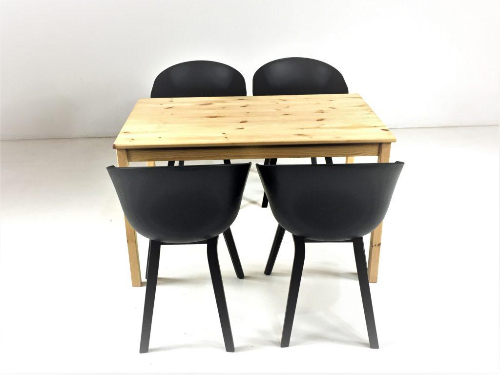 Aluguer Conjunto. Mesa Pinho e Cadeira AAC22 Preto. Alugar Eventos. Magnezya Event Support