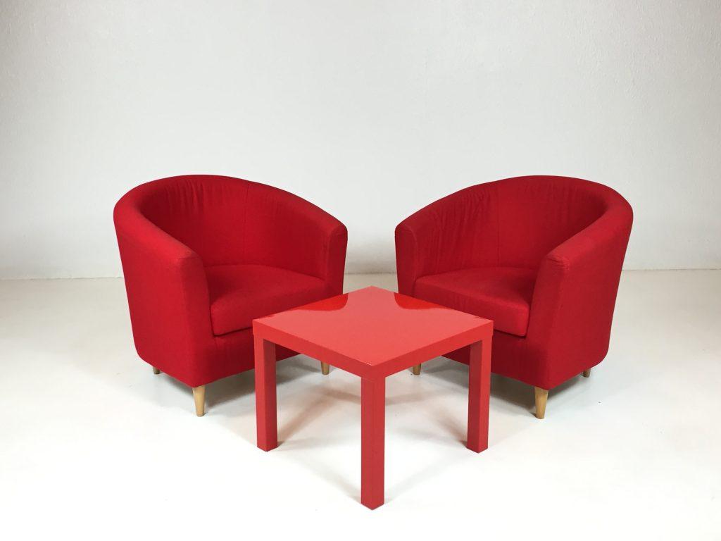 Aluguer Conjunto. Poltrona Tecido e Mesa Baixa Vermelho. Magnezya Event Support